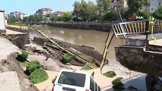В турецком городе Терме из-за проливных дождей обрушилась часть моста.