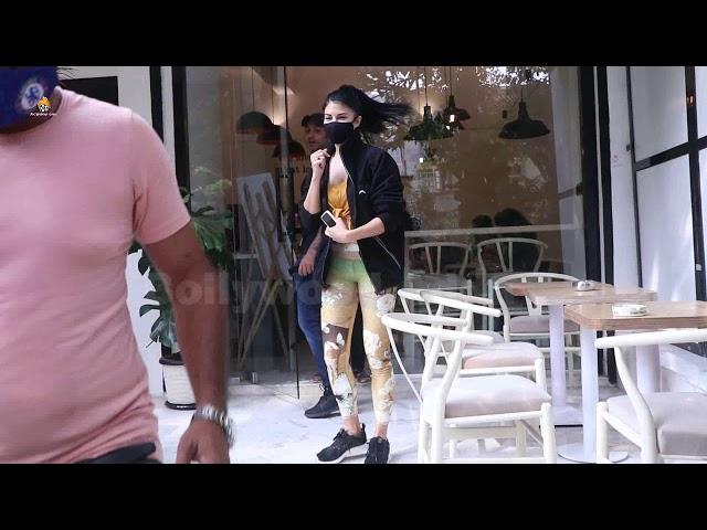 Jacqeline Fernandez Snapped At Cafe Bandra
