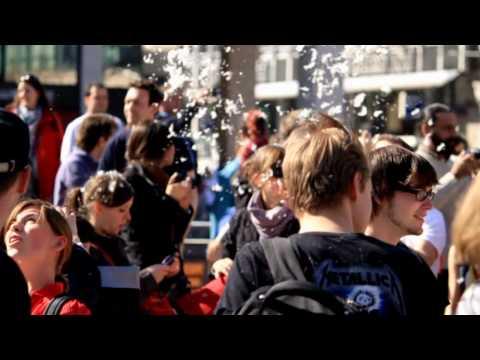Flashmob Kissenschlacht - FRANKFURT 2010 HD