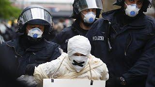 Смерти задержания массовые протесты Коронавирус рушит мир