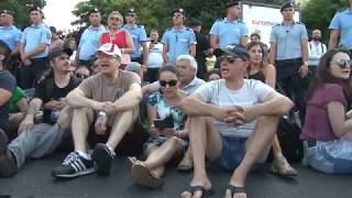 Romania: Protesters Clash with Riot Police in Victory Square