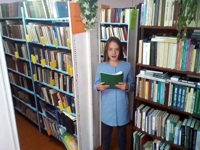 Изображение предпросмотра прочтения – ЭвелинаСаббахова читает произведение «Скрип шагов вдоль улиц белых» А.А.Фета