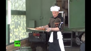 «Полевая кухня»: в Алабине прошли состязания военных пекарей(, 2017-08-05T12:56:59.000Z)