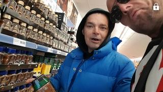 Psychopat-Monty krade v supermarketu!Bruce lee pracuje :-)