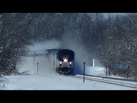 Thumbnail: Engineer Waves From Amtrak Speeding Through Snow