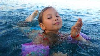 ОТДЫХ В ТУРЦИИ КЕМЕР ЧИСТАЯ ВОДА НА ПЛЯЖЕ(Карина учится плавать,Средиземное море,октябрь 2015 Не забывайте ПОДПИСЫВАТЬСЯ на канал, ставить ЛАЙКИ и..., 2015-11-22T03:18:26.000Z)