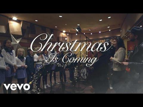 VanVelzen - Christmas Is Coming (Karaoke Video) ft. Koorschool Utrecht