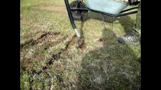 Detail pískování trávníku