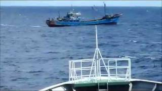 Japanese coastguard hit Chinese fishing boat at Diaoyu Island Video 1-钓鱼岛撞船录像全版6/1