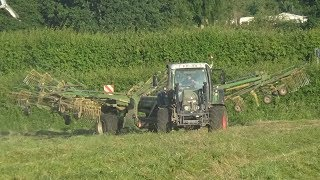 Raking for Silage with Fendt 415 & Krone 4 Rotor - Silage 2018