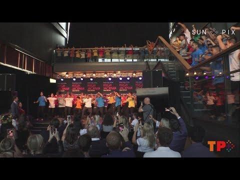 Hugh Jackman & Keala Settle perform with Oceanian Voices Choir + Haka Mp3
