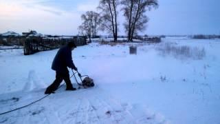 Самодельная снегоуборочная машина(Отец самостоятельно изготовил электрическую снегоуборочную машину., 2014-11-22T06:47:19.000Z)