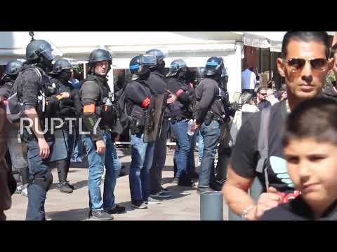 France: Police use tear gas against Yellow Vests in Toulouse