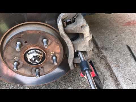 Random 2007 Honda CRV Brake Pad Replacement