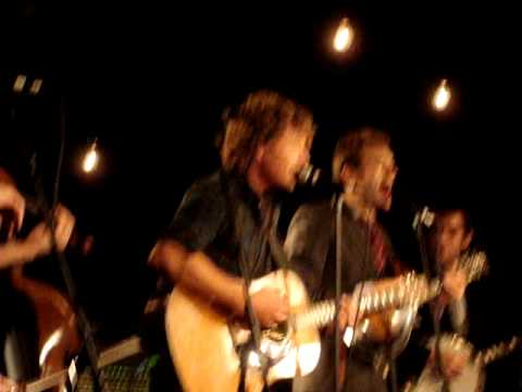 dierks-bentley-and-punch-brothers-cover-u2's-in-the-name-of-love-nyc