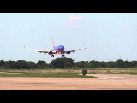 Aircraft Departing and Landing Dallas Love Field