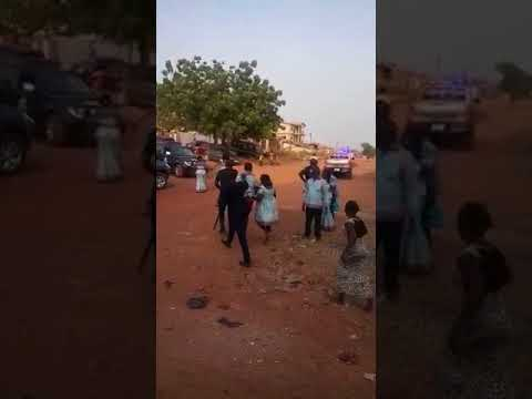 Video: Ghana Police personnel brutalize an innocent man over issue of road blockage
