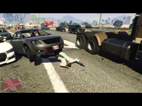 Grand Theft Auto V: von Auto überfahren