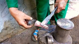 KỸ THUẬT RÈN DAO CÔNG PHU CỦA NGƯỜI HMONG/ Vietnamese people forge a knife