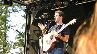 Andy Grammer - Play Keep your Head up on Bizzaro speech Sixflags NJ 6/3
