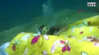 Дайверы создали себе спальню на дне морском