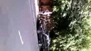 Стикерклееры заклеивают лобовые стекла автомобилей