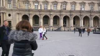 Louvre shooting in Paris