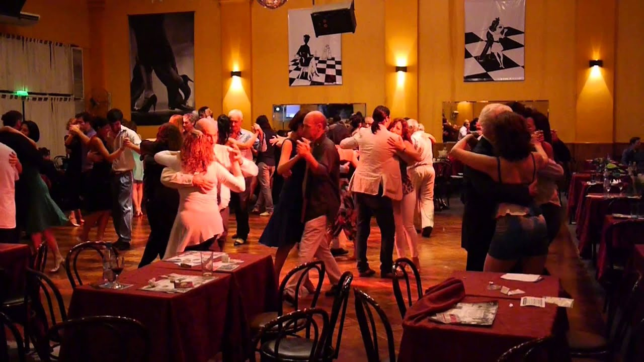 Tango tanzen in buenos aires parakultural im salon canning youtube for A puro tango salon canning