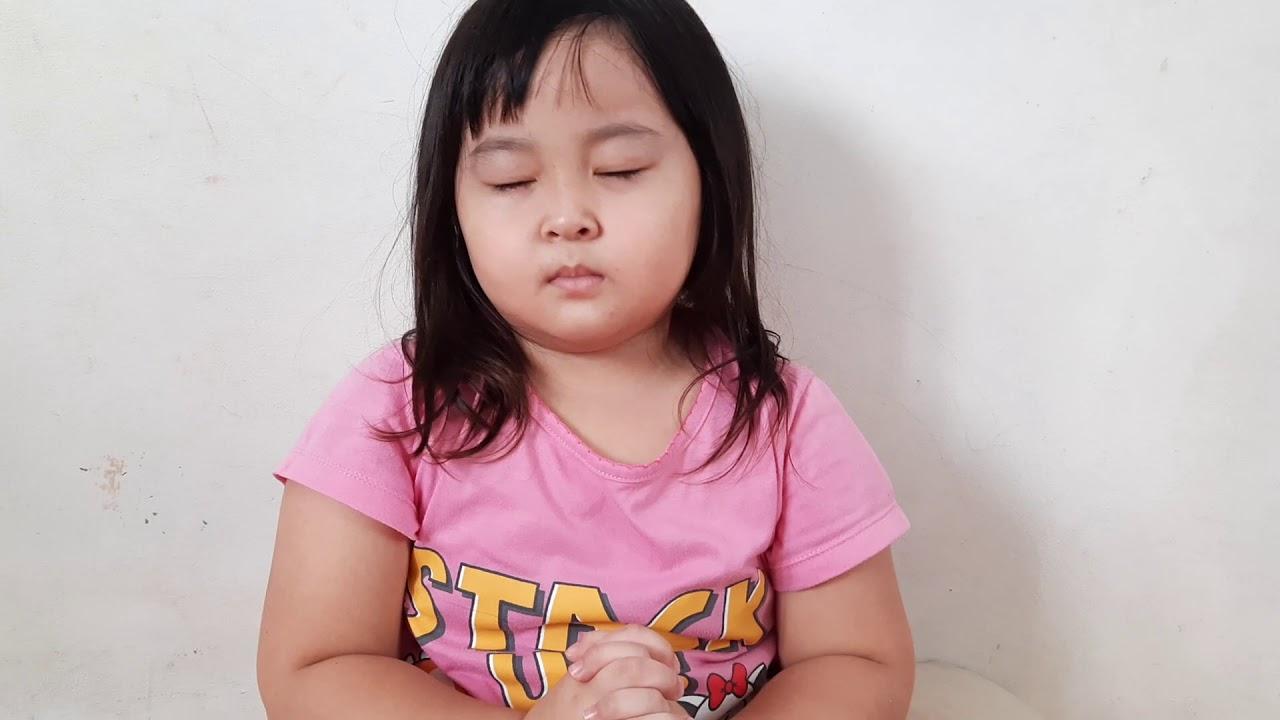 Anak kecil berdoa untuk indonesia - YouTube