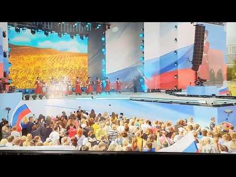Московский Казачий Хор на праздновании Дня Российского Флага