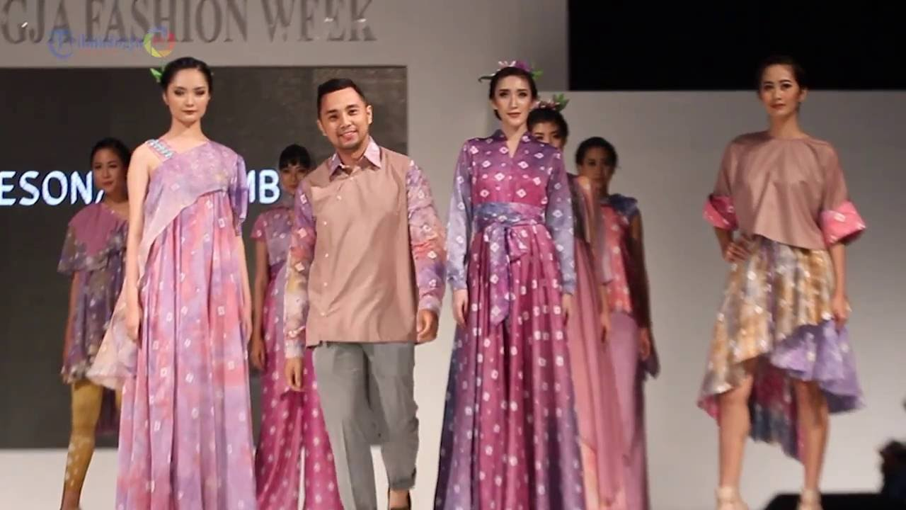 "Parade Desainer ""COMBINART"" di Jogja Fashion Week 2016 ..."