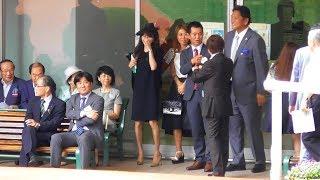 佐々木主浩に榎本加奈子、金子真人もやってくる。宝塚記念のパドック。現地映像、阪神競馬場