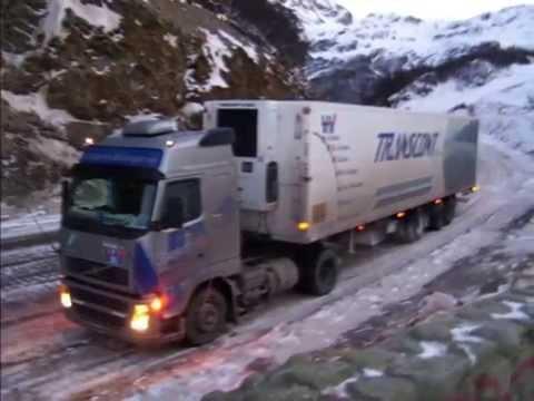 camiones-de-argentina-sobre-la-ruta-3