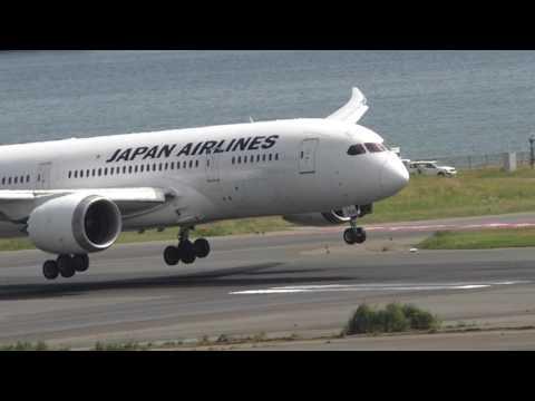 Japan Airlines 787 Landing in Tokyo Haneda Slow Motion