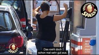 Collien Ulmen-Fernandes in Verblüffung an der Tankstelle | Verstehen Sie Spaß?