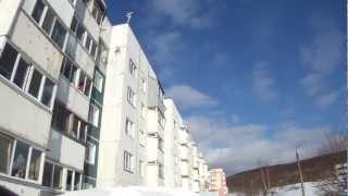 Как прыгнуть с пятого этажа и остаться довольным! 2013(Как прыгнуть с пятого этажа и остаться довольным! Южно-Сахалинск, март 2013 после сильной метели. Смотреть..., 2013-03-08T20:02:42.000Z)