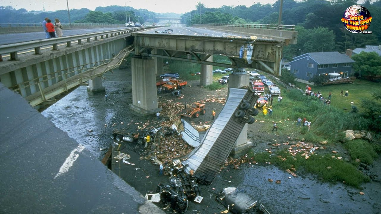 Jembatan 26 Milyar Tiba² Ambruk, Puluhan Kendaraan Jatuh Berserakan!! Kejadian Alam Terbaru 2020
