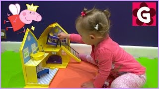 Gaby plays with Peppa Pig Toy Playhouse
