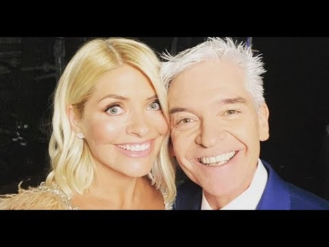 Holly Willoughby And Phillip Schofield Delight Fans With Cosy Backstage Photo