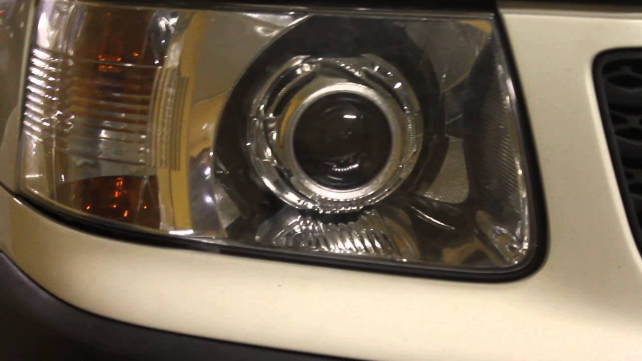 Мне предложили би галогеновые модули hella под лампу h7 оригинал снятые с нового форда эксплорера в отличном состоянии за 3 т. Р. (клиент ставил би ксенон а эти остались). Приехал посмотрел, отражатель и линза в прекрасном состоянии, цена более чем приемлемая, решил купить. Как я понял.