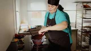Ilze's Chocolat - Making Artisan Chocolate Bars | Raspberry Bars Bursting With Flavour!