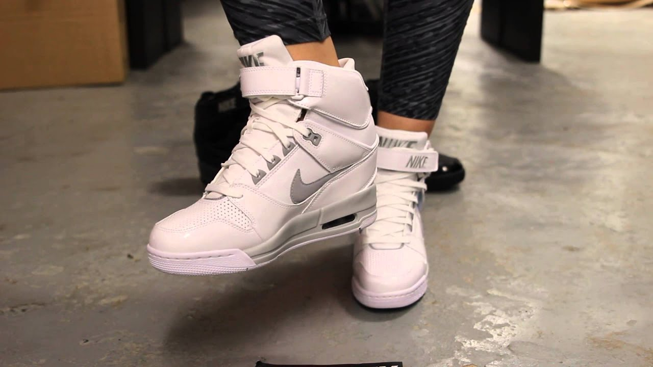 innovative design e3260 91f9a Wmns Nike Air Revolution Sky Hi