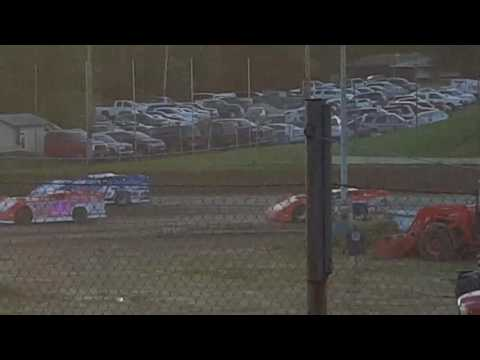 Quincy Raceways heat race 5-28-17