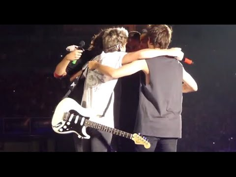 One Direction Final Group Hug With Zaynharry Gets Hit On The Balls