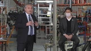 El presidente participó del lanzamiento de la producción de motocicletas Royal Enfield