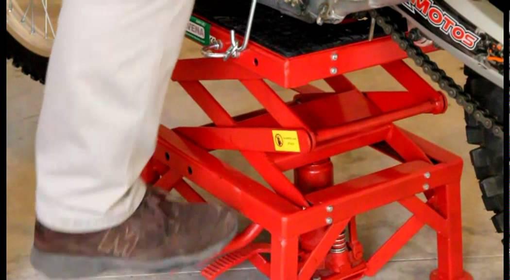 Sollevatore idraulico per moto monteavena youtube for Sollevatore harley