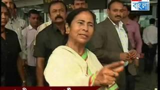 mamata banerjee at airport. Aaj Bangla News