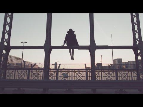 LUPID - Träum mich zurück (offizielles Musikvideo)