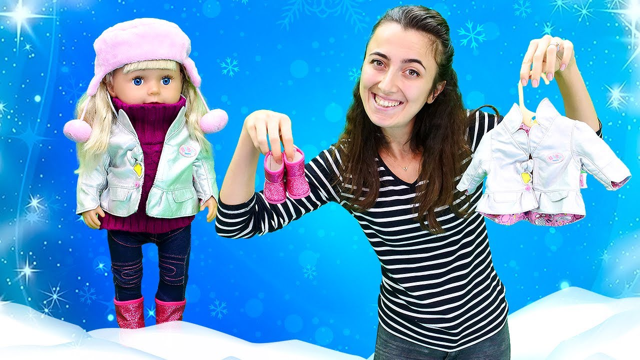 Oyuncak bebek baby born ile oyun videosu. Sevcan kız bebeğe kışlık kıyafet seçiyor