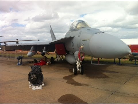 Avalon International Air Show Trade Show 2013 - F18 Landings x4